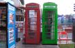 Transforman las cabinas rojas de Londres en estaciones de carga solares