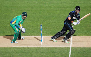 Anderson survives big scare to help New Zealand post ODI win over Pakistan