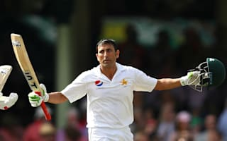 Younis in record-breaking form again to reach 10,000 Test runs