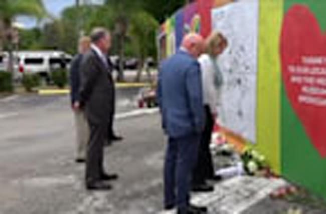Kaine visits memorial at Pulse Nightclub