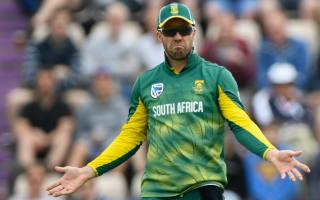 De Villiers upset at umpire questions over ball