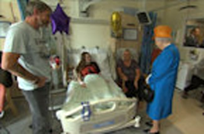 Queen Elizabeth visits Manchester attack victims in hospital