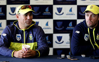 De Villiers champions Domingo to stay on as Proteas head coach