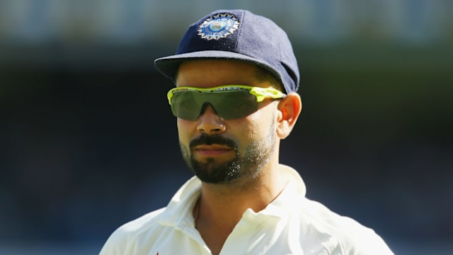 Virat Kohli carries drinks for Team India, watch video