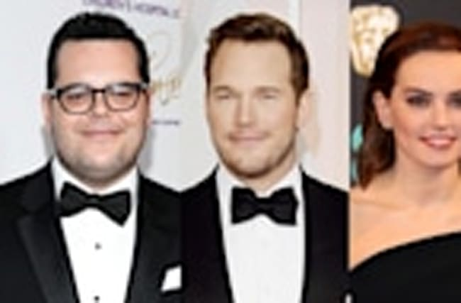 Josh Gad Chris Pratt Penelope Cruz and More Stars Ambush Daisy Ridley for 'Star Wars' Spoilers