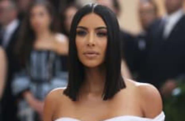 Kim Kardashian a-t-elle finalement trouvé une mère porteuse?