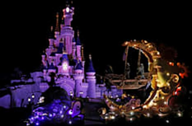 Woman who sold friends fake Disneyland Paris tickets spared jail