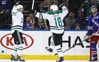 Stars hold on, Blackhawks rally to win