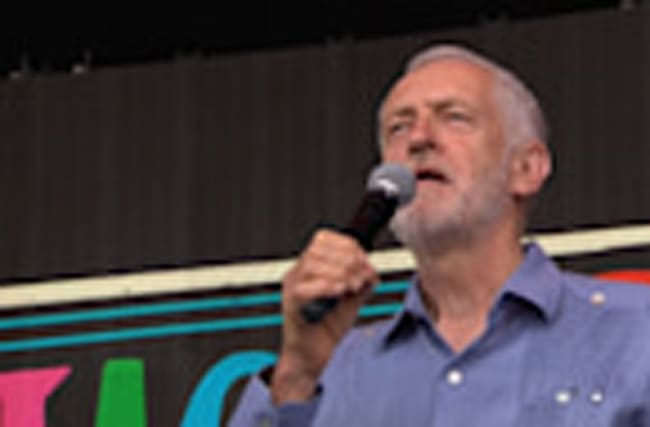 Corbyn gets rock star reception at Glastonbury