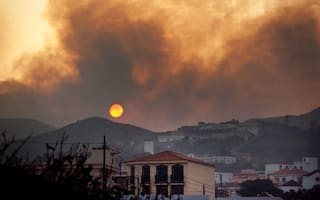 Canary Islands hit by fierce forest fires: holidaymakers warned