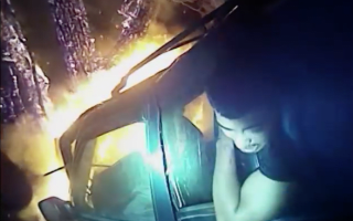 Bodycam captures moment policeman saves man from burning car