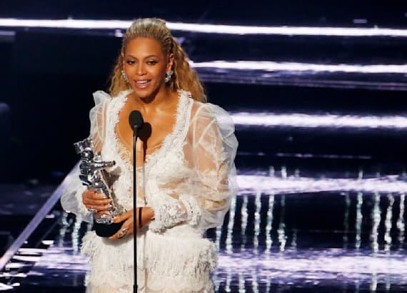 Beyonce wore a wedding dress to MTV VMAs