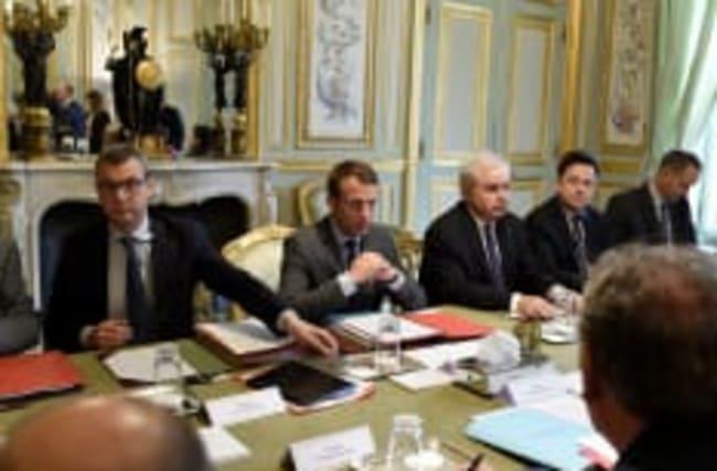 Sur la défensive: Macron prolonge l'Etat d'urgence