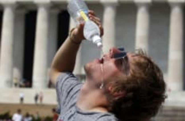 Mindestens 3 Liter? Mythen über das Trinken bei Hitze