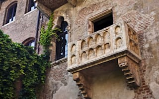 Tourists in Verona face £400 fines for sticking love notes beneath Juliet's balcony