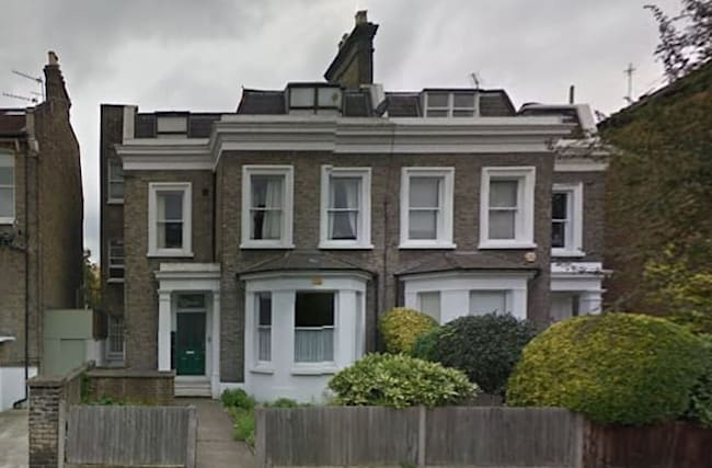 Woman sues neighbours' landlord for spicy food smells