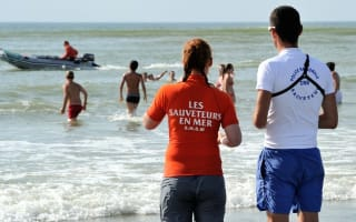 Armed police lifeguards to patrol popular French beaches