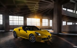 Stunning Alfa Romeo 4C Spider revealed at Detroit motor show