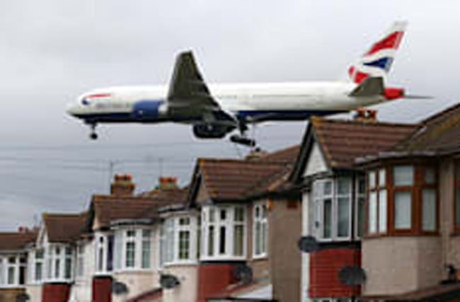 New Heathrow runway could be built on ramp over M25