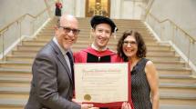 ¿Sabías que Zuckerberg se acaba de graduar? Aquí tienes el vídeo de su discurso