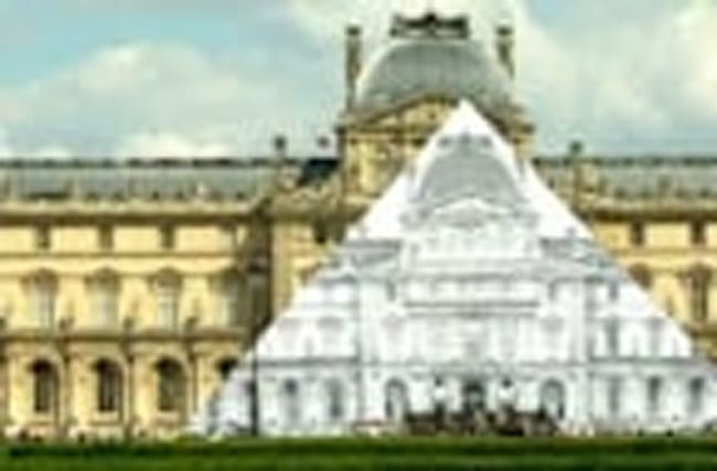 Artist transforms Louvre's pyramid