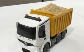 Hong Kong shop bakes amazing remote-controlled cake