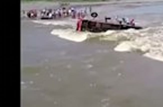 Bus overturns in swollen Peruvian river