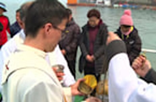 Prayers held for South Korea ferry victims