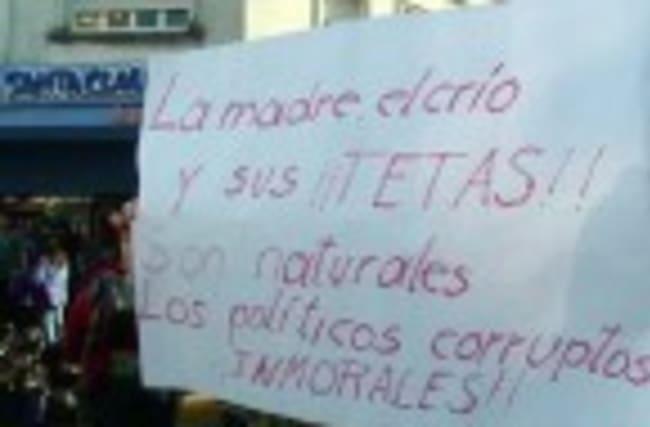 Argentine women protest shaming of public breastfeeding