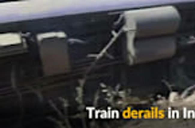 India train derailment injures 25