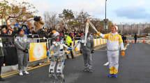 No te pierdas a este humanoide llevando la antorcha olímpica en Corea del Sur