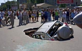 The Russian city that's swallowing cars alive