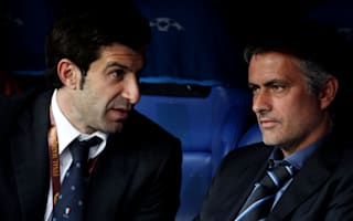 Figo backs Mourinho to turn Chelsea around
