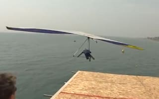 Daredevil 'birdman' breaks record for longest unassisted flight