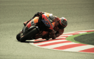 Video: Casey Stoner makes our teeth itch
