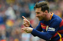 Messi cuts short holiday for Barcelona training camp