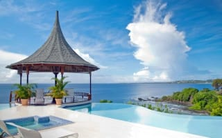 Ten holiday homes with amazing pools around the world