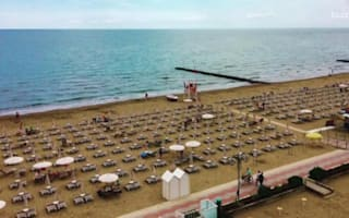 Italian beach resort offers tourists bad weather refunds