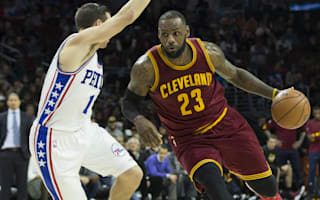 LeBron helps Cavs extend winning streak, Clippers lose again