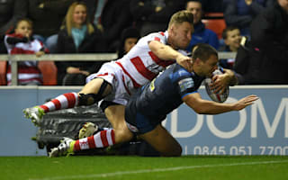 Rhinos survive late Leigh onslaught