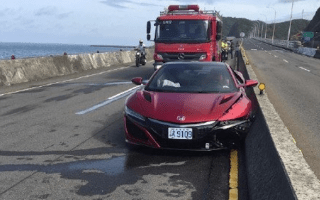 A journalist crashed a new Honda NSX and blamed it on a bee sting
