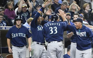 Mariners outhit Padres, Bumgarner spurs Giants