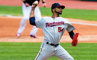 Santana helps Twins pull off rare feat against Indians, Dodgers win 10th straight