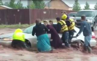Driver and passengers get stuck after flash flood strikes
