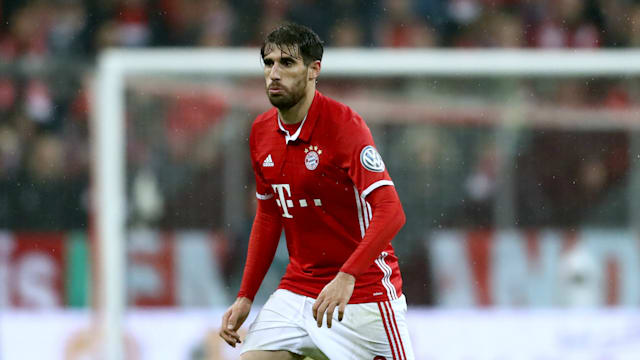 Bayern defender Martinez out with broken collarbone