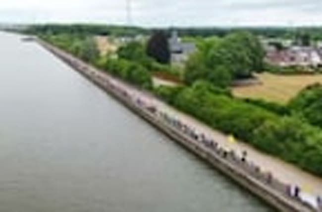 Thousands form human chain to protest against Belgium's nuclear reactors