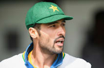 Amir dazzles with pink ball in warm-up match