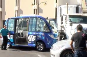 El autobús autónomo de Las Vegas colisiona en su primera hora de estreno