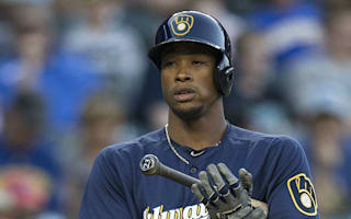 Brewers' Keon Broxton hit in head by pitch, leaves game