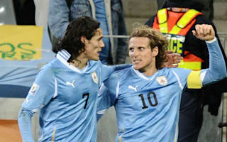 Forlan warns Cavani over Premier League interest